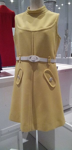 1967_yellow_wool_Courreges_dress